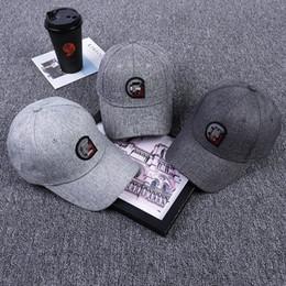 chapeau de mode masculin coréen Promotion Printemps Été Nouveau modèle coréen étiquetage de la mode a atteint un sommet Cap Maester Rue personnalité Eaves courbées dôme parasol a atteint un sommet Cap