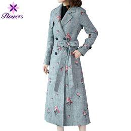 Mujer bordada zanja online-Trench Coat Women Plus Size Clothes Coreano Primavera Otoño Nuevo Windbreaker Prendas de abrigo Pata de gallo Bordado Abrigo Largo Mujer LQ332