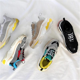 Wholesale Shoes For Men S - 2018 Selling old fashion is popular Triple-S Trainers Shoes for Men Women's Running Shoe men Tripe-S Training Sneakers Shoes