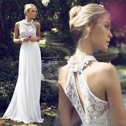 Halter Vestidos de novia de playa con flores hechas a mano Boho Barato País Imperio Moderno Piso-Longitud Encaje Apliques Más tamaño Vestidos de boda nupciales desde fabricantes