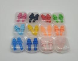 Noise ear plugs online-Silicona Tapones para los oídos Nadadores Suaves y flexibles tapones para los oídos para viajar durmiendo reducen el ruido Tapón para los oídos 8 colores