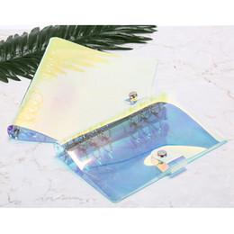 1 adet Pvc Çok Fonksiyonlu El Kitabı Seyahat Şeffaf Lazer Binder Gökkuşağı Parlak El Hesabı Klip Kabuk A5 A6 nereden sevimli planlayıcı kitap tedarikçiler