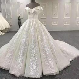 Tecido organza para vestidos de noiva on-line-Sparkly Bling Vestidos de Casamento Fora Do Ombro de Lantejoulas Tecido vestido de Baile Vestido de Noiva Tribunal Trem robe de mariée Plus Size Vestidos de Noiva