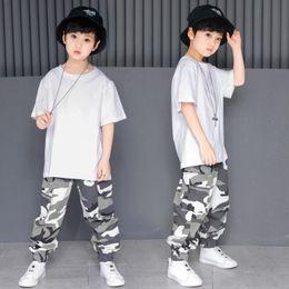 Niños sueltos salón de baile Jazz Hip Hop traje de la competencia de baile  para niña niño camiseta blanca pantalones de camuflaje ropa de baile ropa  rebajas ... 6b0afe6b574