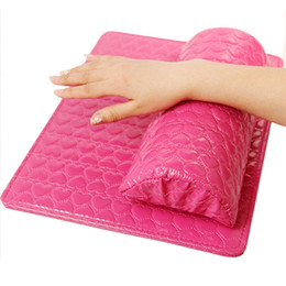 Chiodi online-Portamonete professionale Morbido cuoio PU Spugna Bracciolo Love Heart Design Nail Cuscino Manicure Art Accessori di bellezza