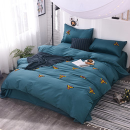 Wholesale Solid White Satin Bedding Set - 60S cotton bee embroidered cute Bedding set king queen size bed linen bedclothes set green brown color satin duvet cover pillow