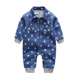 haifisch großhändler Rabatt 2018 weichen Denim Baby Strampler Sterne Säugling Kleidung Neugeborenen Overall Babys Jungen Mädchen Kostüm Cowboy Mode Jeans Kinder