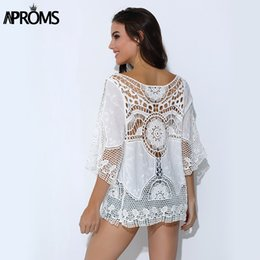 2019 camicie in pizzo crochet top Aproms Blusa Feminina Summer Women White Lace Crochet Top Tropical Blouse 2018 Boho Hollow Beach Cover Up Blouse Beach Shirt camicie in pizzo crochet top economici