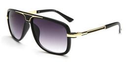 occhiali da sole della signora nuovo disegno Sconti summer new Luxury woman driving metal Sunglasses uomo donna Fashion design occhiali da sole ciclismo Occhiali da sole neri occhiali spedizione gratuita