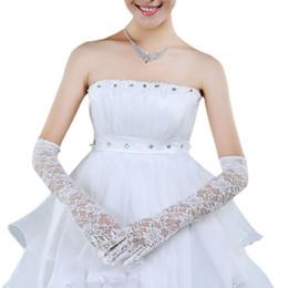 2019 guantes de encaje blanco dedos largos 1 par nupcial de las mujeres de la boda blanca guantes largos longitud del codo digitado lleno de encaje floral ver a través mitones fiesta formal accesorio rebajas guantes de encaje blanco dedos largos