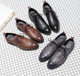 Canada Brand Designer-Hommes chaussures de sport en tricot à la main en cuir noir robe de mariée formelle derby oxfords chaussures plates tan brogues chaussures pour hommes cheap black wingtip dress shoes Offre