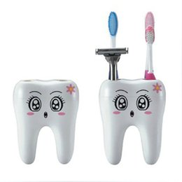 Аксессуары для ванных комнат для зубных щеток онлайн-Мультфильм держатель зубной щетки зубы стиль 4 отверстие стенд зубная щетка полка аксессуары для ванной комнаты наборы кронштейн контейнер держатели зубных щеток T2I281