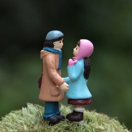 coppia di figurine Sconti Happy Moment Couple Guarda l'un l'altro Figurina in miniatura Decorazione Fairy Garden PVC Anime Action Figure Home Ornaments Gift Toys