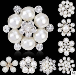 2019 china brooches entwürfe Mode Frauen Schmuck Nachahmung Perlen Broschen Weiß Tactic Perlen Mit Strass Design Für Damen Kleid Anzug Brosche günstig china brooches entwürfe