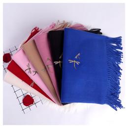 2019 lenços de libélulas Outono novo estilo europeu e americano moda cor pura bordado vermelho libélula imitação cachecol de caxemira lenços de libélulas barato