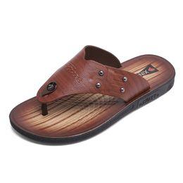 Venta al por mayor 2018 Moda Verano Playa Chanclas Hombres Zapatillas de microfibra Pisos masculinos Sandalias Al aire libre Suela de goma Zapatos de playa Hombres desde fabricantes