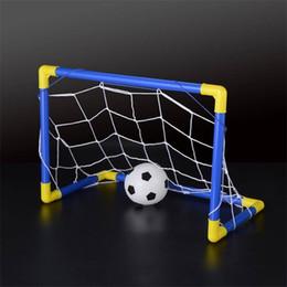 Envío gratis Plegable Mini balón de fútbol de fútbol Goal Post Net Set + Pump Kids Sport Interior Juego de exterior Juguete Niño Regalo de cumpleaños de plástico desde fabricantes