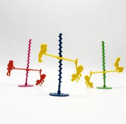 Scivoli di swing online-Bambini Piccoli giocattoli Piccoli regali All'ingrosso Bambino su e giù scorrevole scimmia combinazione di montaggio fai-da-te altalena altalena scimmia novità piccoli giocattoli