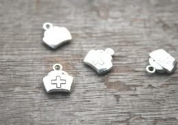 2019 bonés de enfermagem 30 pçs / lote-tampão Da Enfermeira Encantos, Tom de Prata Tibetano antigo 2 Faces tampas Enfermeira charme 12x13mm bonés de enfermagem barato