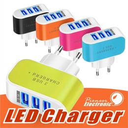 US EU Plug 3 USB Wall Chargers adaptador de corriente 5V 3.1A LED Travel conveniente adaptador de corriente con puertos triples USB para teléfono celular desde fabricantes