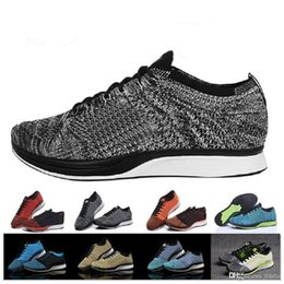 para hombre zapatos para caminar ligeros Rebajas fly knit shoes flyknit 2018 Top Quality Wholesale Men Women Casual Racer Trainer Chukka Negro Rojo Azul Gris Ligero Transpirable Zapatos para caminar A001