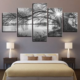 große wandmalerei dekor Rabatt Leinwandbilder Für Wohnzimmer Wandkunst Poster Rahmen 5 Stücke See Große Bäume Gemälde Schwarz Weiß Landschaft Wohnkultur