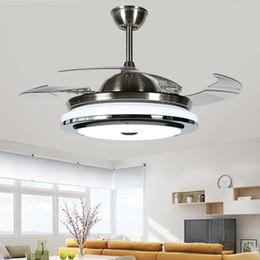 luci di ventilatori moderni Sconti 2018 Nuove luci di ventilatore invisibili moderne di alta qualità in foglia acrilica Ventilatori a soffitto a Led 110v / 220v Luce di ventilatore a soffitto di controllo senza fili