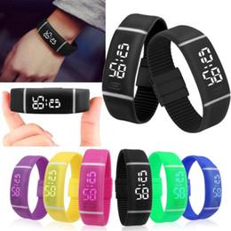 2018 heißer Verkauf Mens Womens Gummi LED Watch Date Sport Armband Digital Armbanduhr perfekt Geschenk für Freunde, Familien, Liebhaber von Fabrikanten
