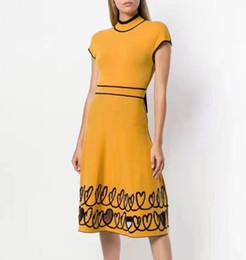 ed5bd07cc 1016 frete grátis 2018 outono marca mesmo estilo dress amarelo preto gola  manga comprida camisola de luxo dress dl vestido de manga dolman preto  barato