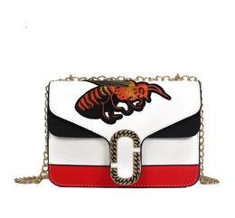 Wholesale embroidered fashion handbags tote bags - 2018 New Hot Little Bee Fashion Bag Women Embroidered bees handbag Shoulder Bag Chain Messenger bag
