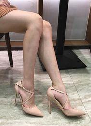 Nackte High Heels Mädchen
