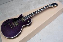 Кленовый шпон гитары онлайн-Оптовая пользовательские фиолетовый левша электрогитара с пламенем клен шпон, золотые аппаратные средства, предлагая индивидуальные услуги