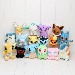 Pikachu figure on-line-16 pçs / lote Anime 16 estilo Diferente pikachu Eevee Cyndaquil Pelúcia Personagem Brinquedo Macio Stuffed Animal Toys Figura Collectible Boneca