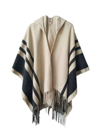 Scialli nappa da donna 2 colori strisce moda Sciarpe grigie beige Scialli con cappuccio Poncho Wrap per l'inverno Spedizione gratuita da