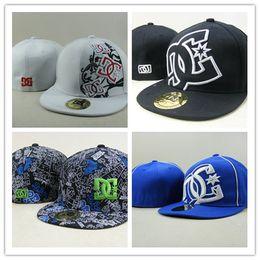 2019 cappelli dc Cappelli aderenti da baseball caldi all'ingrosso-Top Quality f1 DC Classico colore blu navy con il bianco W Cappellini piatti sportivi di marca sconti cappelli dc