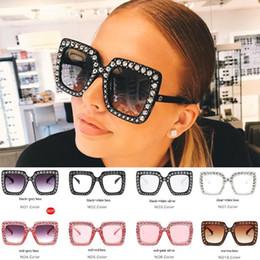 2019 construir lentes Quadrado Cristal Strass Óculos De Sol Grande Quadro Elegante Designer Especial com Diamante Lente Circular Embutida 10 cores para escolhas desconto construir lentes