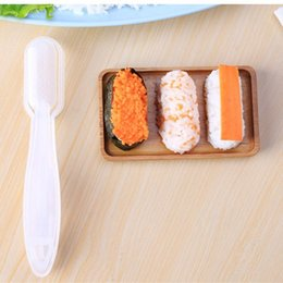 Fabricantes de bambú online-Portátil De Plástico de Mano Molde de Sushi Originalidad Práctica de Seguridad DIY Fabricante de Moldes de Arroz Utensilios de Cocina Herramientas de Venta Caliente 3 ms Ww