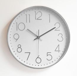 Barato 12 polegada de plástico mudo relógio de parede criativa moda sala de estar estéreo balança digital relógio de parede relógio atacado MOQ: 1 pcs de Fornecedores de barato relógios de moda de plástico