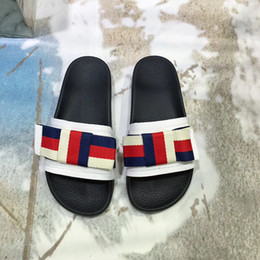atacadista de aletas Desconto Atacado sandálias de moda chinelos para as mulheres com caixa de luxo Hot Designer de flor impressa praia chinelos chinelo