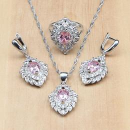 5b3f2674e881 Mystic Pink CZ Cristal blanco 925 Conjuntos de bisutería de plata para  mujeres Pendientes de fresa   Colgante   Collar   Anillos joyería de cz  oferta