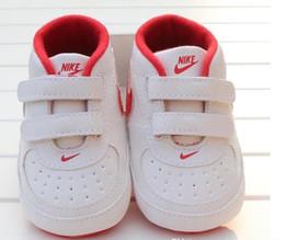Sapatos anti skid on-line-Bebé recém-nascido Menino suave Sole Calçados Criança Anti-skid sapatilha ocasional Prewalker infantil clássico Primeiro Walker New criança do bebê Shoes New