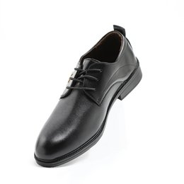 Classiche scarpe da uomo italiano online-Mens Leather Shoes Italian 2018 England Trend Wedding Party Dress Scarpe da uomo Classic Lace Up Zapatos Hombre
