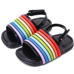милые дети Мелисса сандалии обувь мультфильм Радуга полосатый ПВХ сандалии обувь для 1 - 5years детей детские сандалии моды от Поставщики мелисса детская обувь