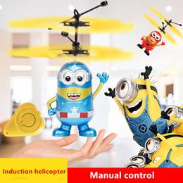 летающий вертолет игрушечный пульт Скидка Миньон летать мигающий вертолет ручной контроль RC игрушки Миньон вертолет Quadcopter Drone Ar.дрон со светодиодом и пультом дистанционного управления