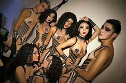 Panel mujer desnuda online-Hombres Ds Mujer Vestido Negro Rhinestones Sexy Nude Jumpsuit Cantante femenina DS Bodysuit Nightclub Mujeres Fiesta de cumpleaños Escenario Show Ropa