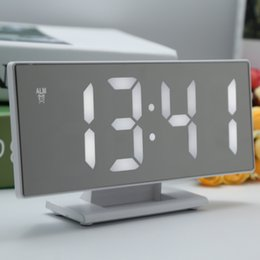 2019 grande levou display despertador Relógios LED Despertador Digital superfície do espelho com grande Temperatura LED Calendários USB Display Porto Digital Despertadores para o quarto grande levou display despertador barato