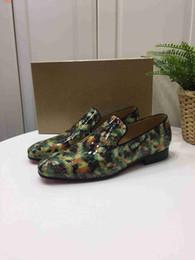 nuevos delicados zapatos verde estilo zapatos de impresos de de clásico y hombres hombre remaches zapatos 2018 contratada moda elegantes vestir gEdqW1w