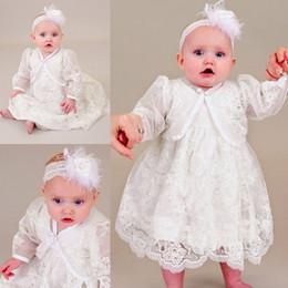 Vestido de renda sem mangas on-line-Cute Two Pieces Batizado Vestidos Para Meninas Do Bebê Sem Mangas Rendas Apliques Vestido de Batismo Longo Primeira Comunicação Vestidos (Vestido + Jaqueta)