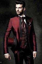 homem, escuro, vermelho, paleto, casaco Desconto Alta Qualidade One Button brilhante Dark Red Noivo Smoking gola Groomsmen melhor homem Ternos de casamento do Mens (Jacket + calça + Vest + Tie) 386