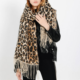 c5a1fa6f983 Femmes Hiver Chaud Imprimé Léopard Long Laine designer marque luxe nouveau  femmes chaudes écharpes pour Châle Doux Long Écharpe